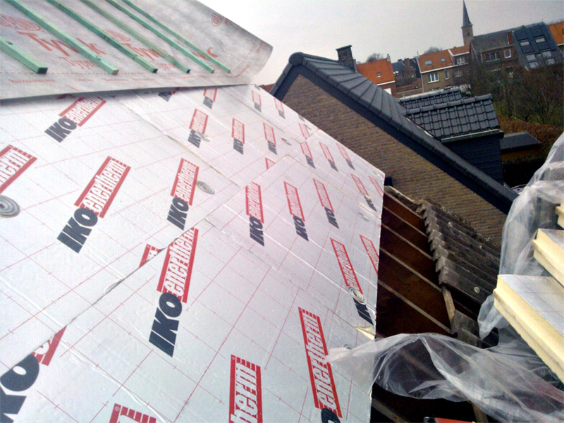 isolation pour toitures inclin es iko enertherm. Black Bedroom Furniture Sets. Home Design Ideas